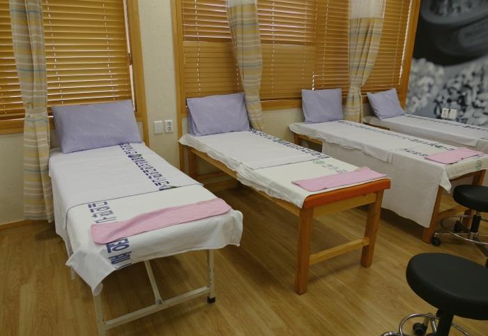 韓方医療体験センターの施術室