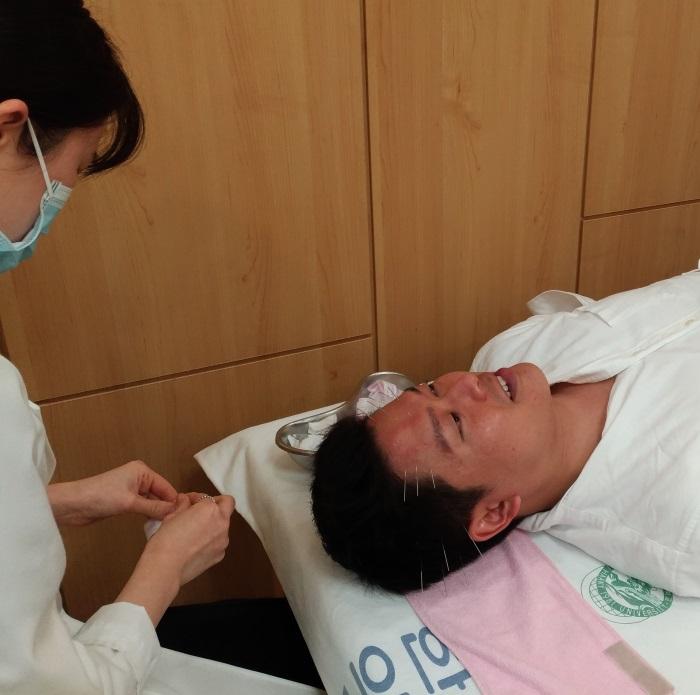 日本から輸入した使い捨て鍼を使用