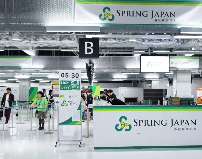 早朝でも搭乗客でにぎわう春秋航空日本(Spring Japan)のカウンター