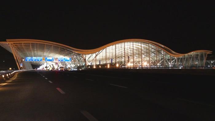 中国・上海の浦東国際空港第2ターミナル