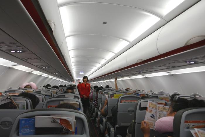 上海浦東発成田行きのGK36便の初便は中国人の乗客が機内の大半を占めた