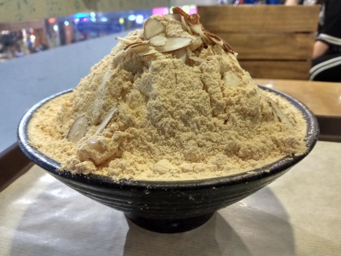 釜山のソルビンの「インジョルミ・ソルビン(きな粉餅かき氷)」