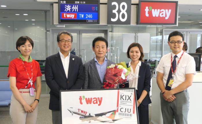 ティーウェイ航空の関西~済州線TW246便の初便の就航記念式典