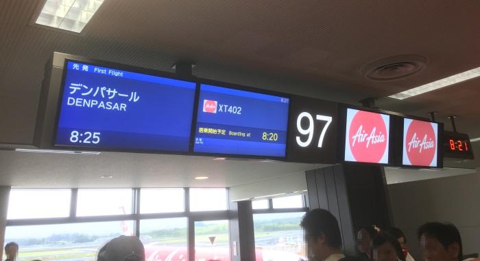 インドネシア・エアアジアXのバリ島行きの初便の搭乗ゲートは成田空港第2ターミナルサテライトの97番だった
