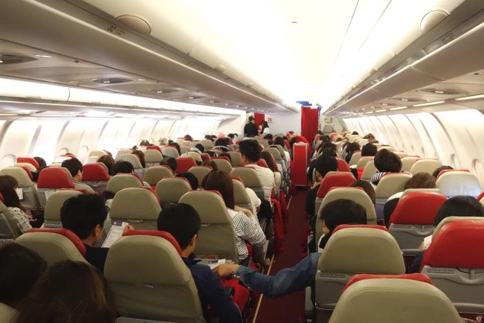 ホノルル行きの初便の機内・搭乗率は約9割