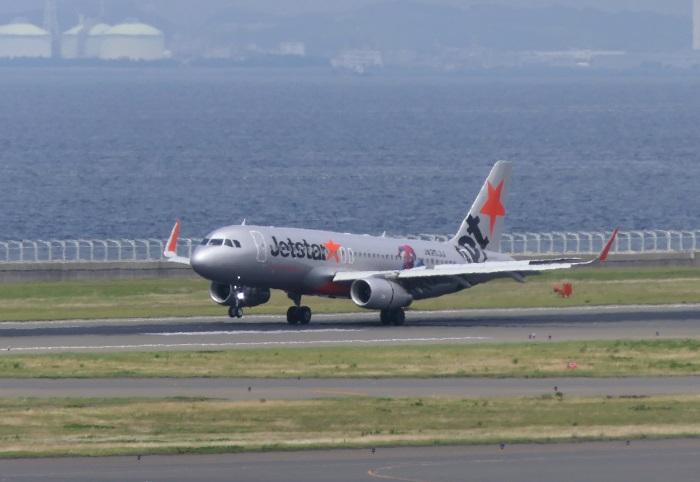 福岡発GK582便が中部国際空港に着陸