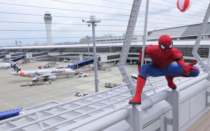 セントレアのスカイデッキに公式スパイダーマンが登場!