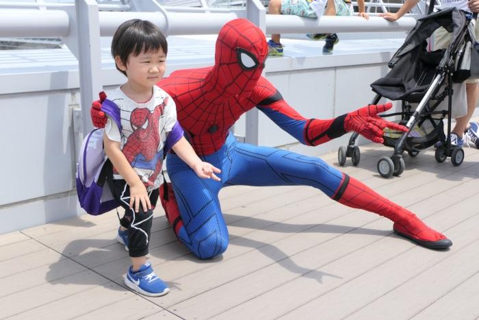 公式スパイダーマンとの記念撮影が可能