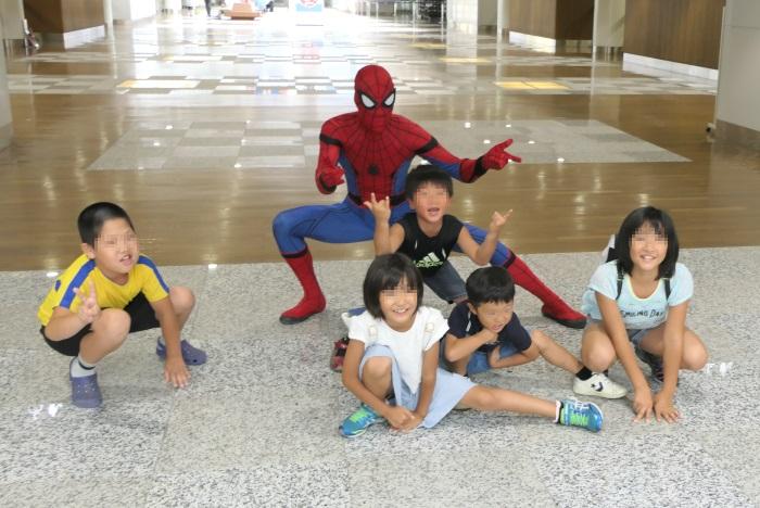 公式スパイダーマンの登場に子どもたちも大興奮