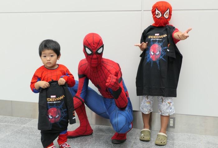 スパイダーマンコスチューム着用の方先着20名にコラボTシャツをプレゼント