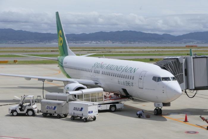 関西空港に駐機する春秋航空日本(Spring Japan)の機体