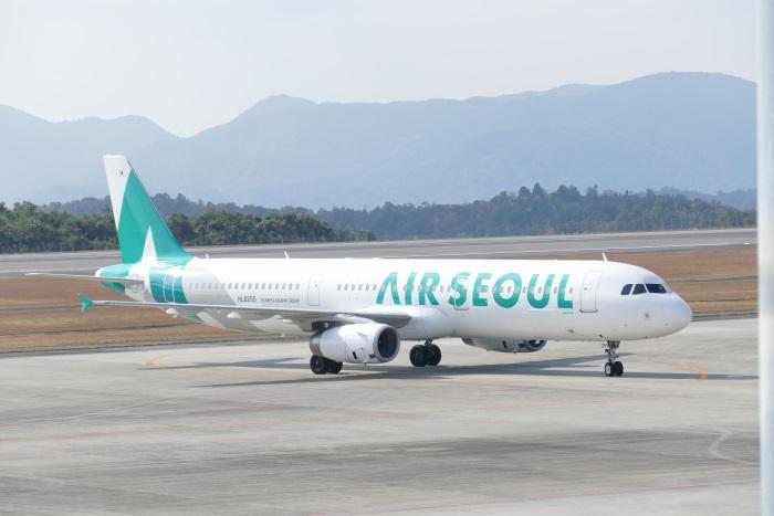 エアソウルのエアバス A321-200型機(2016年11月撮影)