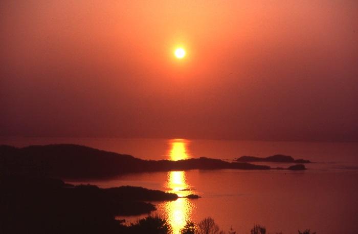 瀬戸内海に沈む美しいサンセットが見られる(写真:ホテル提供)