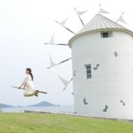 ほうきに乗って空を飛ぶ写真がSNSで話題の「道の駅 小豆島オリーブ公園」