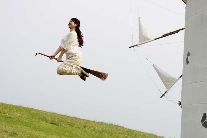 一定の条件が重なれば「魔女の宅急便」のキキのような空飛ぶ写真が撮れる