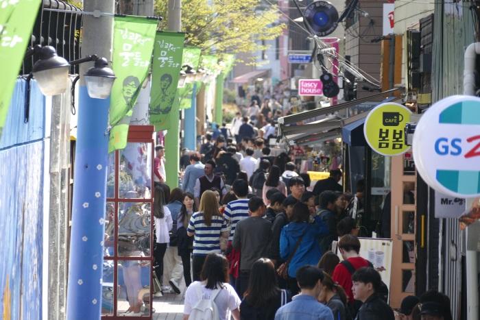 オシャレなカフェが立ち並ぶ韓国・大邱の「キム・グァンソク(金光石)通り」