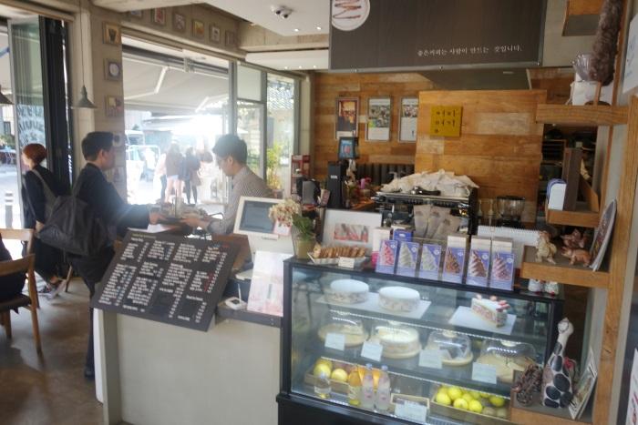 韓国・大邱にある珈琲名家・金光石通り店の店内
