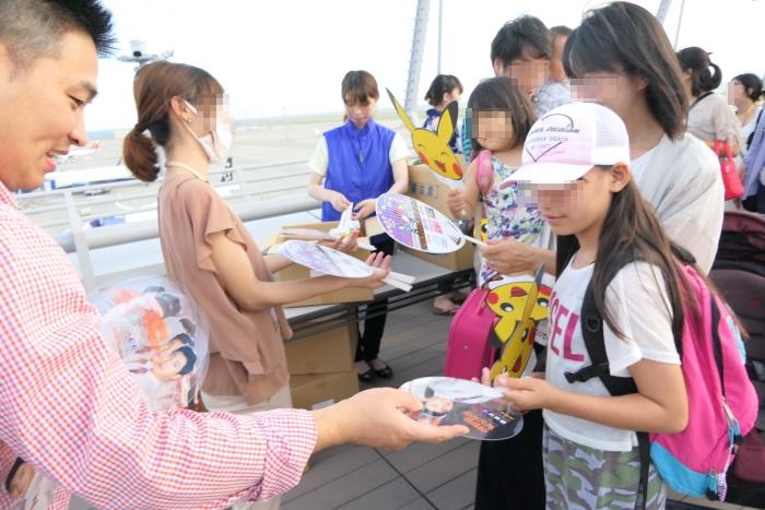 東方神起ユノさんとチェジュ航空の限定コラボうちわを配布