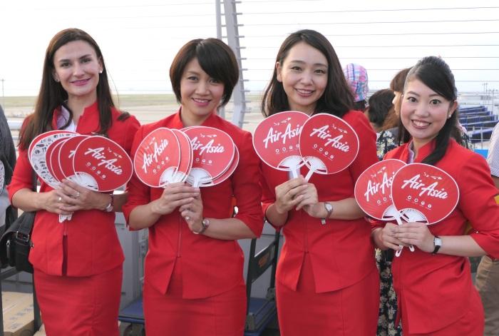 「第9回セントレア盆踊り」に参加したエアアジア・ジャパンの客室乗務員