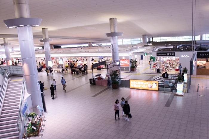広島空港のターミナル2階からの眺め