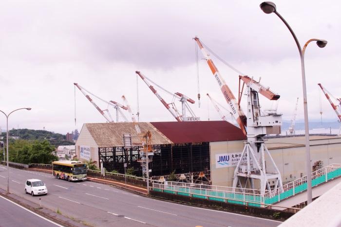 クレーンが並ぶ造船所