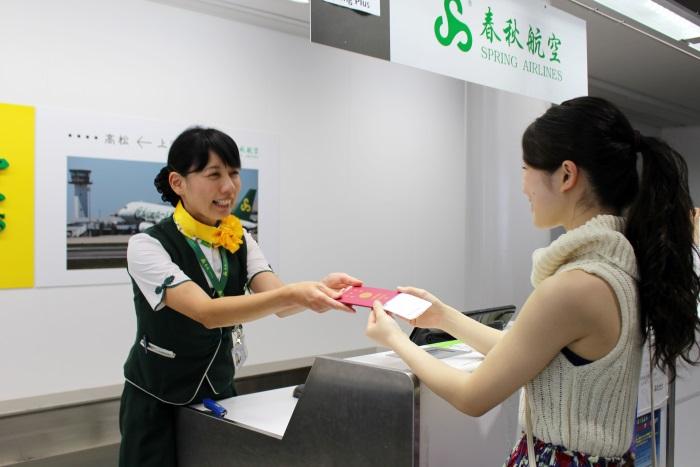 高松空港の春秋航空のチェックインカウンター