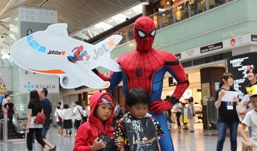 中部国際空港セントレアに公式スパイダーマンが登場