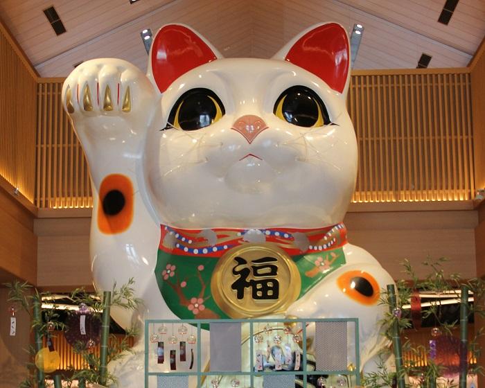 イオンモール常滑巨大招き猫