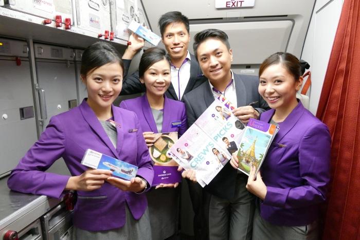 明るい香港エクスプレスの客室乗務員