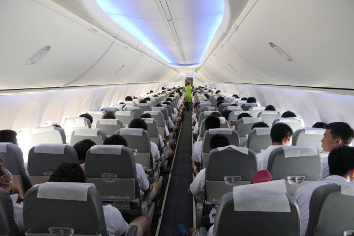 IJ701便の機内
