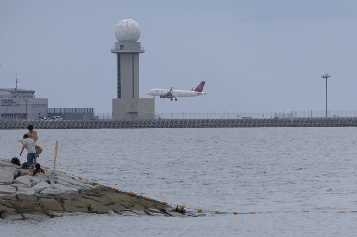 中部国際空港へ着陸する吉祥航空