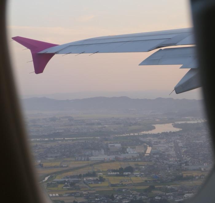 MM775便 台北行きの初便が仙台空港を離陸