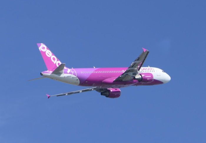 新千歳へ向け仙台空港を飛び立つピーチMM413便