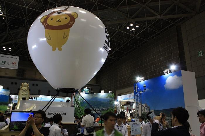 ブースの中心には気球に模した巨大なバルーン