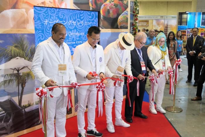 マレーシアブース政府観光局のブースのオープニングイベントにはマレーシアの観光文化大臣らも駆けつけた