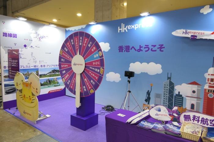 香港エクスプレスのブースでルーレットゲームを実施