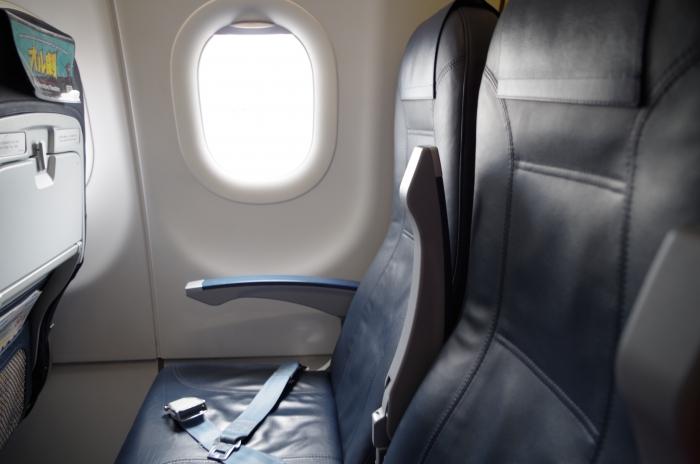 搭乗機最後列のシート
