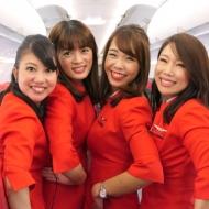 2017年10月29日に就航したLCCエアアジア・ジャパンの中部発新千歳行きDJ001便の初便の客室乗務員