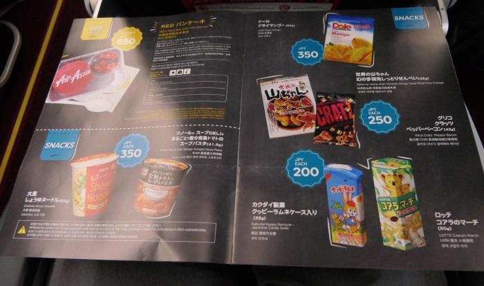 左ページ上:事前予約制のREDパンケーキ メニュー その他:当日販売可能なスナックメニュー