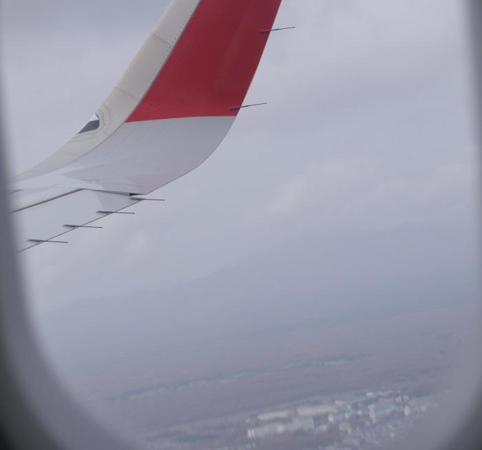 離陸から約1時間10分で北海道・千歳上空へ