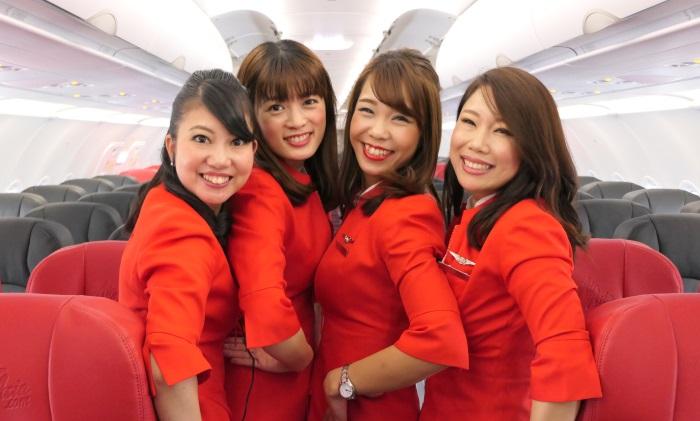 中部発新千歳行きDJ001便の初便に乗務した客室乗務員