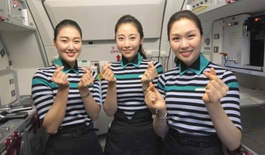 2017年10月31日に成田~ソウル仁川線に新規就航したLCCエアソウルの客室乗務員