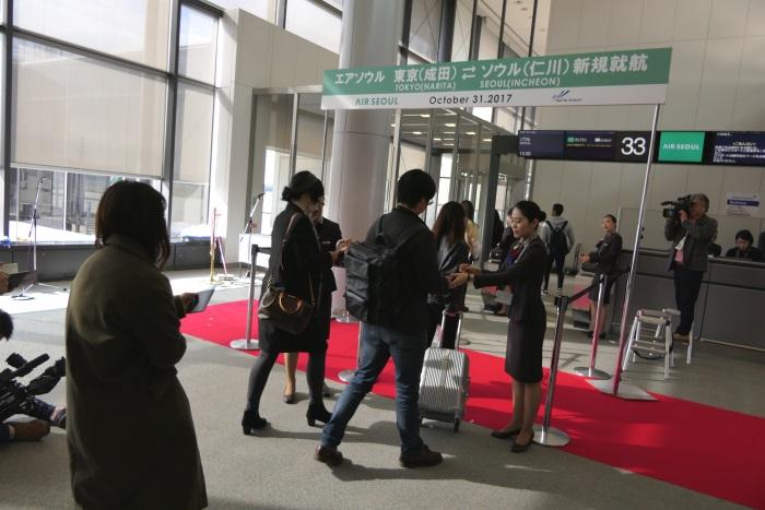 午後1時10分すぎ エアソウルRS751便ソウル(仁川)行きの搭乗開始