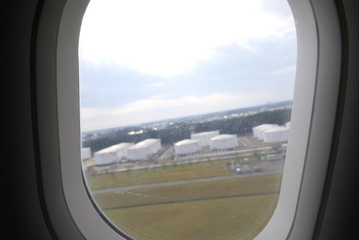 午後1時51分 エアソウルRS751便の初便が成田空港を離陸