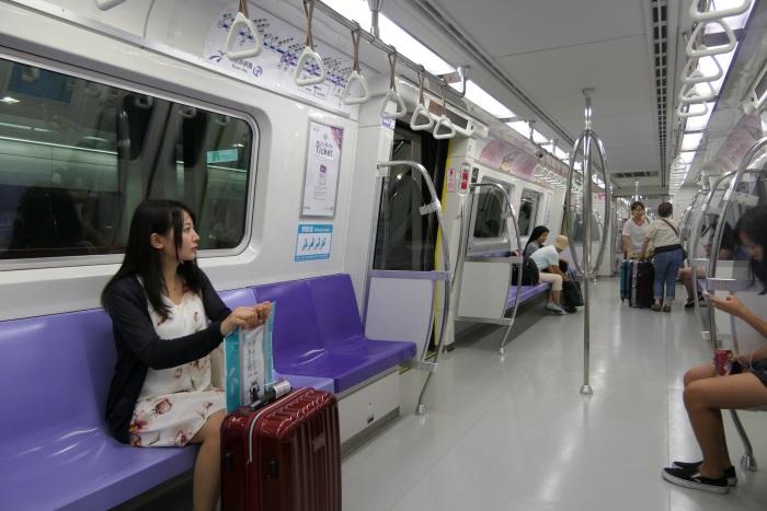 2017年3月に開業したMRT桃園空港線に乗って台北駅へ