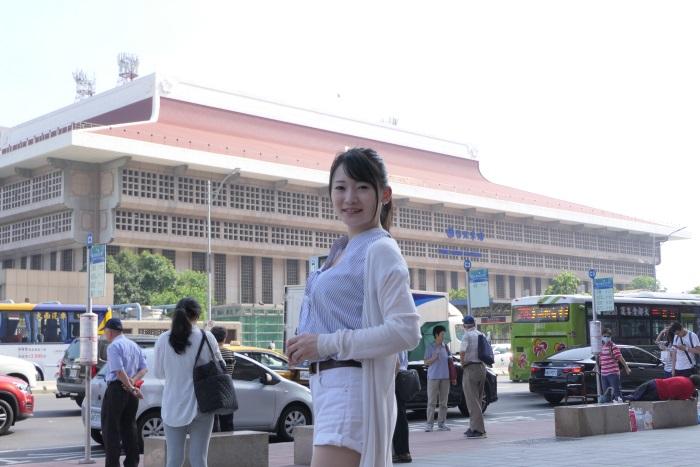 翌朝は徒歩で台北駅へ