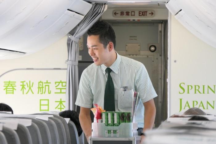 IJ701便の客室乗務員