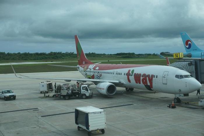 グアム発関西行きのティーウェイ航空の飛行機