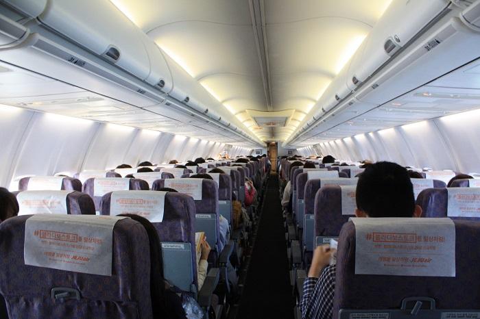 中部発ソウル行7C 1607便の機内