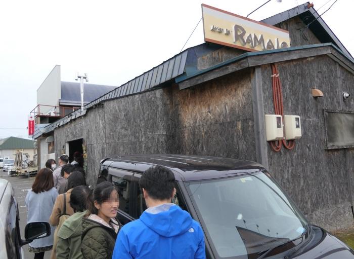 開店前から行列ができる「アジアンバー ラマイ 千歳店」